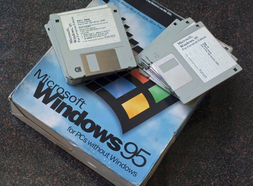 Windows 95 (13 DMF formatted floppy disks)